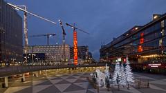 Idag är det 13e januari, Tjugondedag Knut och julen ska dansas ut! Ikväll (?) slocknar stans julbelysning. Detta är Sergels Torg strax innan soluppgången. (Franz Airiman) Tags: stockholm sweden scandinavia city stad town kristallvertikalaccentiglasochstål kristallvertikalaccent pinnen obelisk skulptur sculpture konstverk art workofart towercrane tornkran kran crane light lights ljus julljus christmaslights xmas christmaslighting decoration utsmyckning edvinöhrström