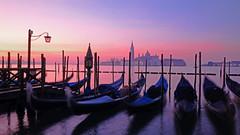 Classico Venezia (ej - light spectrum) Tags: venedig venice venezia venise italy italien sunrise sonnenaufgang sangiorgio gondola reflections fujifilm xt2 sky himmel isola insel februar february 2019 xf1024mmf4r 威尼斯 ヴェネツィア 베니스
