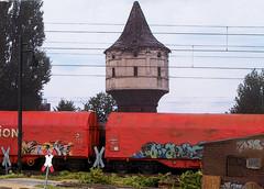 Graffiti train II (Jörn Pachl) Tags: modelleisenbahn modellbahn modelrailroad modelrailway diorama ttscale 1120 train watertower freightcars levelcrossing graffiti finsterwalde olympuspen