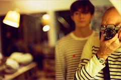 MINOLTA XD7 Lens 50mm 1.4 (OLDLENS24) Tags: autoportrait selfie pull marinière armor lux armorlux breitling watch vintage montre jupiter pilote a59028 quartz 42mm navitimer chronograph nato lampe artemide