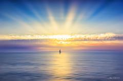 Infinito (Josué Quintana Martín) Tags: barco horizonte mar luz atardecer rayos galicia españa castro baroña landscape paisaje sea spain ocaso
