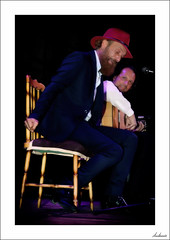 Santitos del día (V- strom) Tags: flamenco duquende texturas textures rojo red azul blue sentimiento feeling blanco white cantaor singer guitarra guitar guitarrista guitarplayer silla chair nikon nikond700 nikon2470 concierto concert vstrom personas people música music