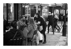 Agitation (madras91) Tags: nb noiretblanc bw blackandwhite monochrome film ilford hp5 iiif leicaiiif leica summitar5cmf2 summitar paris street streetphotography café