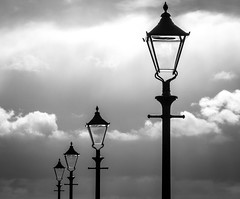 BRYAN_20181030_IMG_0348 (stephenbryan825) Tags: albertdock liverpool mersey merseyside rivermersey royalalbertdock backlighting clouds cobbles dramaticlight intothelight lamppost selects silhouette sky water