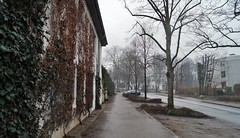Leaving the present for some quiet minutes (farmspeedracer) Tags: street march märz 2018 evening house building germany mansion rain tristesse loneliness car