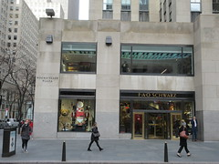 New Location FAO Schwarz Toy Store 30 Rock NYC 9602 (Brechtbug) Tags: new location fao schwarz toy store rockefeller plaza entrance across from today show nbc studio 5th avenue 50th street york city 01102019 nyc 2019 open crowd tourist tourists midtown manhattan schwartz front facade