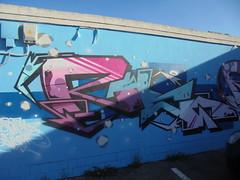 876 (en-ri) Tags: rwc azzurro viola lilla arrow blu torino wall muro graffiti writing