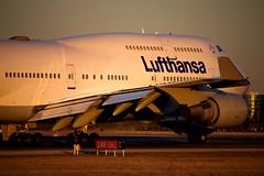 Boeing 747-400 (dejuczi) Tags: boeing747 jumbojet lufthansa torontopearson flightphoto