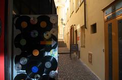 33 tours (Atreides59) Tags: prague praha républiquetchèque czechrepublic urban urbain street jaune yellow vinyle pentax k30 k 30 pentaxart atreides atreides59 cedriclafrance
