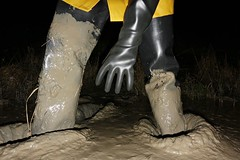 Satisfactorily protected (essex_mud_explorer) Tags: black coarsefisher rubber thigh boots waders thighboots thighwaders rubberboots rubberwaders gates uniroyal hunter madeinscotland madeinbritain cuissardes watstiefel rubberlaarzen gummistiefel marigoldemperor gauntlets gloves me107 mud muddy muddywellies muddyboots muddywaders creek estuary tidal estuarymud mudflats mucking muckingflats stanfordlehope thamesestuary