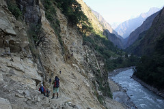 81. Trail, Maccha Khola ToTatopani, Gorkha District, Manaslu Trek, Nepal (Jay Ramji's Travels) Tags: nepal macchakhola gorkhadistrict manaslutrek fishriver view landscape budhigandaki burigandaki river gandakiriver gandakizone गण्डकीअञ्चल tatopani himalayas trail path