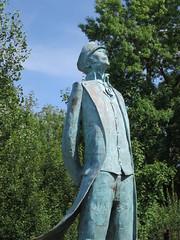 Statue de Corto Maltese (2003), Silvio et Luc Benedetti - Passerelle Hugo Pratt, Angoulême (16) (Yvette G.) Tags: cortomaltese hugopratt bandedessinée angoulême charente nouvelleaquitaine poitoucharente 16