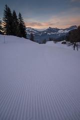 Piste (GLVF) Tags: ratrack dameuse snowcat tracks mountains alps france hautesavoie alpes sky ciel montblanc évasion saintgervais saintnicolasdeveroce couleur wideangle grandangle perspective