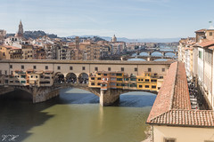 2019/02/24 13h36 Ponte Vecchio depuis la Galerie des Offices (Florence) (Valéry Hugotte) Tags: 24105 firenze florence galeriedesoffices galleriadegliuffizi italia italie italy pontevecchio canon canon5d canon5dmarkiv