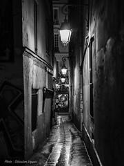 Les rues sombres (sebastienloppin) Tags: street blackandwhite noiretblanc canon ef50mm14 50mm f14 6dmarkii 6dmark2 night light city cityscape explore exploreyourcity nuit lightroom nohdr nophotoshop paris france