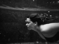 Underwater portrait (https://tinyurl.com/jsebouvi) Tags: flight water pool bubble hair girl blackandwhite air face portrait profile