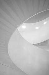 Sigmax trap (-Ebelien-) Tags: ebelien 2019 sigmax trap wenteltrap stairs spiralstaircase zwartwit blackandwhite architectuur architecture