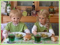 Irish Stew is good for you ! :-) (ursula.valtiner) Tags: puppe doll luis bärbel künstlerpuppe masterpiecedoll stpatricksday 17märz march17th irishstew grün green guinness