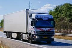 AK40014 (18.07.24, Motorvej 501, Viby J)DSC_6359_Balancer (Lav Ulv) Tags: 256676 mercedesbenz actros actros934 actros1844 e5 euro5 4x2 bjarkevestergård 2013 retiredin2019 abgemeldet2019 afmeldt2019 pema rentaltrailer kronetrailer vognmandbjarkevestergaard truck truckphoto truckspotter traffic trafik verkehr cabover street road strasse vej commercialvehicles erhvervskøretøjer danmark denmark dänemark danishhauliers danskefirmaer danskevognmænd vehicle køretøj aarhus lkw lastbil lastvogn camion vehicule coe danemark danimarca lorry autocarra danoise vrachtwagen trækker hauler zugmaschine tractorunit tractor artic articulated semi sattelzug auflieger trailer sattelschlepper vogntog oplegger sættevogn motorway autobahn motorvej vibyj highway hiway autostrada