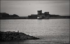 Pescador/ Fisherman (Jose Antonio. 62) Tags: france francia basquecountry paísvasco sokoa pescador fisherman castillo castle bw blancoynegro blackandwhite