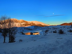""""""" Christmas is the season for kindling the fire of hospitality """" -Washington Irving , American author 
