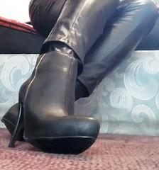 30.12.2018 - 1 (Caitlin Stewels) Tags: black blackboots boots desirable heels highheels platformboots provocative sensual sexy sexyblackboots sexyboots sexyplatformboots shiny shinyboots erotic pants wild standing fauxleatherpants fauxleather sexyotkboots otkboots light sun bright shadows morningsun