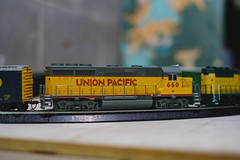 Union Pacific (◀︎Electric Funeral▶︎) Tags: omaha midwest councilbluffs nebraska lincoln fremont desmoines kansascity kansas missouri iowa hoscale up unionpacific bachmann digital photography fujifilmxt2