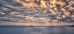 (040/19) Cielo empedrado (Pablo Arias) Tags: pabloarias photoshop ps capturendx españa photomatix nubes cielo mar agua mediterráneo paisaje isla bote velero benidorm alicante