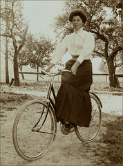 Lady on a bicycle (letterlust) Tags: letterlust bicyclehistory fiets bicycle bike fahrrad rower vélo bicyclette bicicleta damesfiets frauenrad womensbike vélopourfemmes notdescribed nostamponit notsend postalnotused