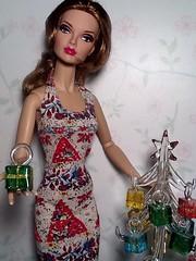 NuPoppy at Christmas (The Real Blythequake) Tags: 16inchfashionablysuitedpoppyparkerdoll dressfromalwinroosoriginals jasonwudolls integritytoys fashiondolls