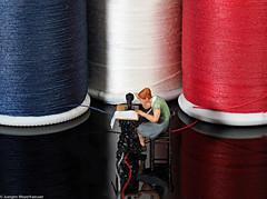 Macro Mondays #Hobby Sewing/Nähen (J.Weyerhäuser) Tags: 187 h0 hmm hobby macromondays nähen tinypeople sewing nähmaschine garn farben