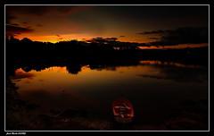 Dernières Lueurs sur L'étang. (faurejm29) Tags: faurejm29 canon ciel étang sigma sky sunset paysage nature bretagne barque