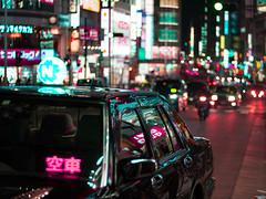 (Theopbr) Tags: tokyo japan shinjuku ueno dark night lights neons cyber punk cyberpunk steampunk steam canon eos 750d cabobeos750d 50mm 18135mm travel reflects trees cherryflower flower cherry shrine steet urban modern light