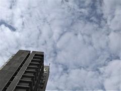 Hochhaus (Stine_9) Tags: hochhaus skyscraper sky himmel woken clouds grey lightblue