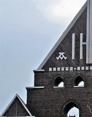 Briques et diagonale (Sokleine) Tags: diagonale briques redbrick façade église church décorarchitectural détails architecture architecturedetails neuillysurseine 92 hautsdeseine france
