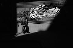 Use Zapatillas / Use Sneakers (natan_salinas) Tags: valparaíso valpo streetphotography fotografíaurbana fotografíacallejera bw blackwhite blanconegro bn blancoynegro blackandwhite monocromático monochrome nikon gente look people city ciudad d5100 calle street 50mm architecture noiretblanc urbe urban urbano arquitectura luz light shadow sombras mujer woman female femenine femme
