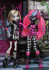 Monster High restyle (Annette29aag) Tags: monsterhigh doll frankiestein cattynoir redressed restyle pink black
