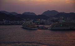 Weihrauchland Oman - Muscat City (Helmut44) Tags: oman orient muscat golfvonoman hafen port portsultanqaboos wasser meer ufer shorc sea schiff kreuzfahrtschiff gebirge hajargebirge harbour coast mountain abend abendstimmung evening