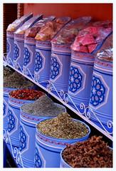 UN DELICE CES EPICES (Marie-Laure Larère) Tags: maroc marrakech epice pot couleur