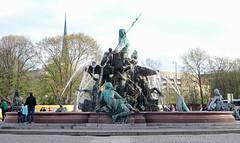 Berlín_0644 (Joanbrebo) Tags: neptunbrunnen font fountain fontaine fuente berlin mitte de deutschland canoneos80d eosd autofocus