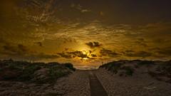 Entre nubes y dunas (Fotgrafo-robby25) Tags: alicante amanecer costablanca dunas marmediterráneo nubes rocas sendasysenderos sonyilce7rm3