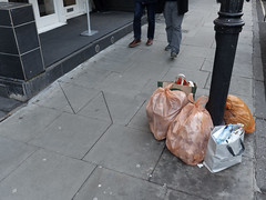 20190117T14-59-00Z (fitzrovialitter) Tags: england fitzrovia gbr geo:lat=5151830000 geo:lon=013475000 geotagged unitedkingdom peterfoster fitzrovialitter city camden westminster streets urban street environment london streetphotography documentary authenticstreet reportage photojournalism editorial daybyday journal diary captureone olympusem1markii mzuiko 1240mmpro microfourthirds mft m43 μ43 μft ultragpslogger geosetter exiftool rubbish litter dumping flytipping trash garbage