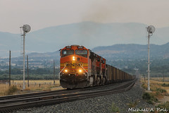 BNSF 5692 @ Tobin, MT (Michael Polk) Tags: montana rail link mt mrl freight train mountains bnsf 5692 ac4400cw ge general electric searchlight signal helena tobin coal