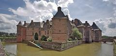 Château de Carrouges (pe_ha45) Tags: château castle schloss moatedcastle wasserschloss normandie normandy france