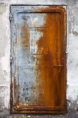 La tentation de l'oxydant (Gerard Hermand) Tags: 1904098111 gerardhermand france paris canon eos5dmarkii vitrysurseine porte door rouille rust metal andrémalraux