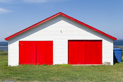 Red and Withe (Lionelcolomb) Tags: madeleinecentre québec canada ca red rouge withe blanc architecture minimalist geometric offset habitation gaspésie exterieur sky grass blue bleu vert green windows doors gates apple imac canon 1200d sigma adobe lightroom