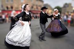 Bretons (Patrick Doreau) Tags: people personne bretonne danseuse tradition culture fête sourire bouche yeux coiffe femme défilé danseur breton saintloup guingamp