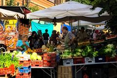 mercato di via del pigneto, anno 2007 (duegnazio) Tags: italia italy lazio roma rome duegnazio canon40d pigneto mercato bancarella frutta verdura people streetphotography