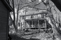 Tom's Scrapyard (Baldran) Tags: abandoned vacant derelict decay ruin rural house monochrome