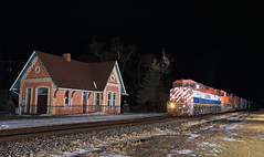 Q116 (GLC 392) Tags: depot gaines british columbia online railway railroad train q116 barn cowl gevo bnsf 4609 5924 es44ac american flag holly subdivision bcol night time flash flashing trees